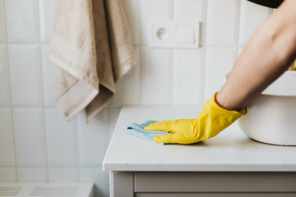 Badezimmer reinigen
