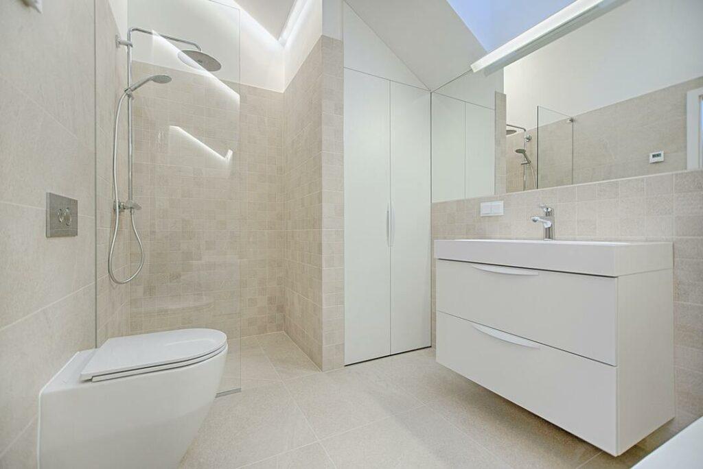 Fliesenboden im Badezimmer