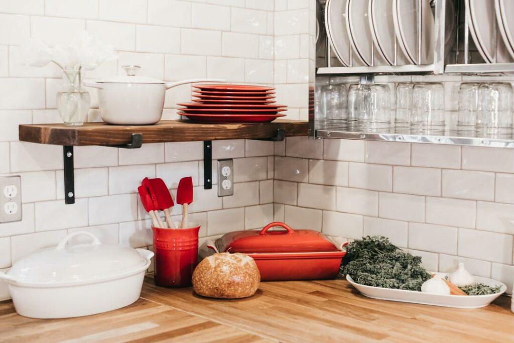 Wandfliesen an der Küchen Arbeitsfläche