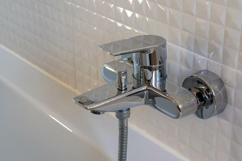 kleinformatige Fliesen Duschbereich Bad